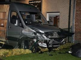 Sint-Baafs-Vijve: Bestuurster richt zware ravage aan in Wakkensteenweg