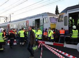 Deerlijk: Vrachtwagen gegrepen door trein op spoorovergang