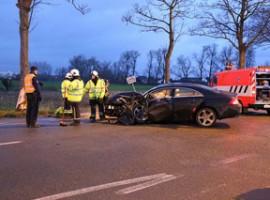 Desselgem: Auto knalt tegen boom, drie gewonden
