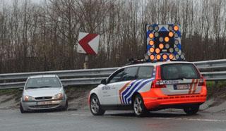 Kortrijk: Voertuig gaat uit de bocht op verkeerswisselaar het Ei