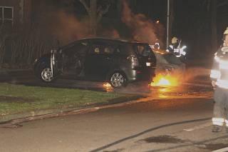 Dubbele autobrand te Lauwe, 5 personen opgepakt
