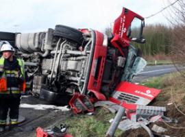 Wevelgem: vrachtwagen kantelt op de E403