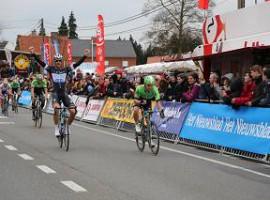 Kuurne: Boonen wint nipt de sprint van Kuurne-Brussel-Kuurne