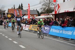 Boonen wint nipt de sprint van Kuurne-Brussel-Kuurne