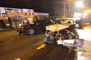 Bestuurder rijdt in op tegenliggend voertuig