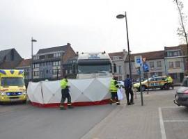 Harelbeke: Bejaarde fietser komt om het leven bij dodehoekongeval