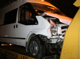 Sint-Eloois-Vijve: Bejaarde bestuurder rijdt in op geparkeerde bestelwagen