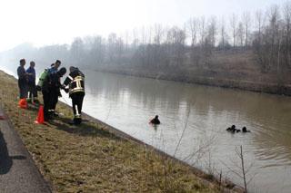 auto gevonden in het kanaal Kortrijk-Bossuit
