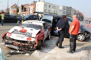 Kortrijk: 3 voertuigen botsen, 1 gewonde