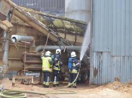 Oostnieuwkerke:Brand in houtbedrijf Bardoel