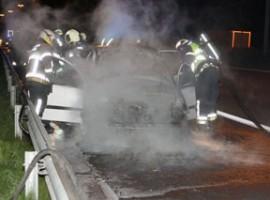 Deerlijk: autobrand op E17, bestuurder en passagier komen er met de schrik vanaf