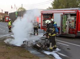 Stasegem: motor in brand na zware klap, 2 zwaargewonden