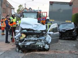 Waregem: zwaar verkeersongeval, 2 gewonden