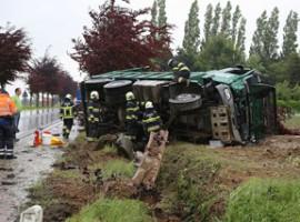 Dentergem: Verkeersongeval met vrachtwagen, bestuurder gekneld