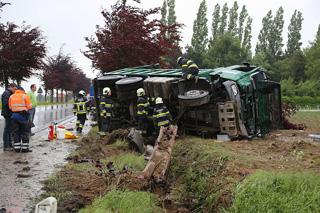 Verkeersongeval met vrachtwagen in Dentergem, bestuurder gekneld