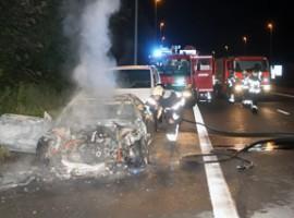 Lauwe: geparkeerde wagen brandt volledig uit