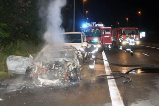 Geparkeerde wagen brandt volledig uit in Lauwe