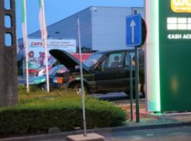 Waregem: Defecte wagen begint te roken op parking tankstation