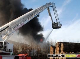 Dadizele: uitslaande brand in loods van autohandelaar