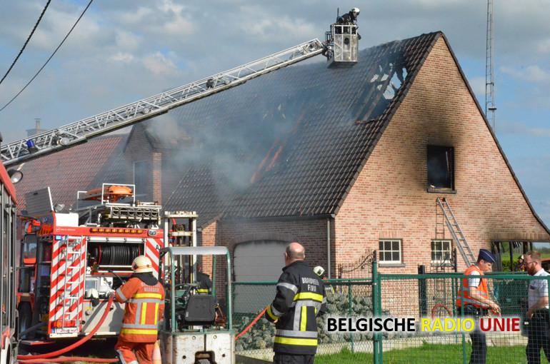 Gezin op straat nadat nieuwe woning in vlammen opgaat