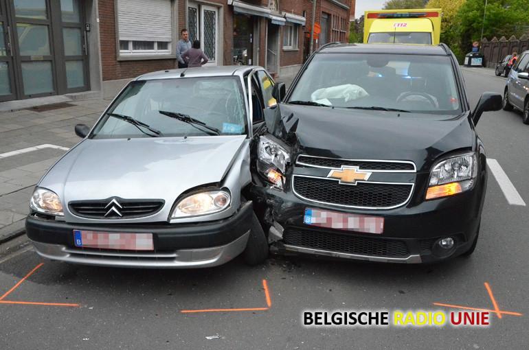 Twee gewonden bij zware klap op Pottelberg
