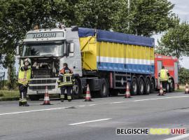 Rookontwikkeling in cabine van vrachtwagen op N37 in Ardooie