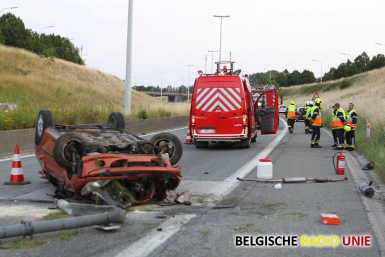 Wagen overkop op R8 ter hoogte van Heule