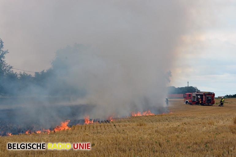 Brand op afgemaaide akker in Ieper