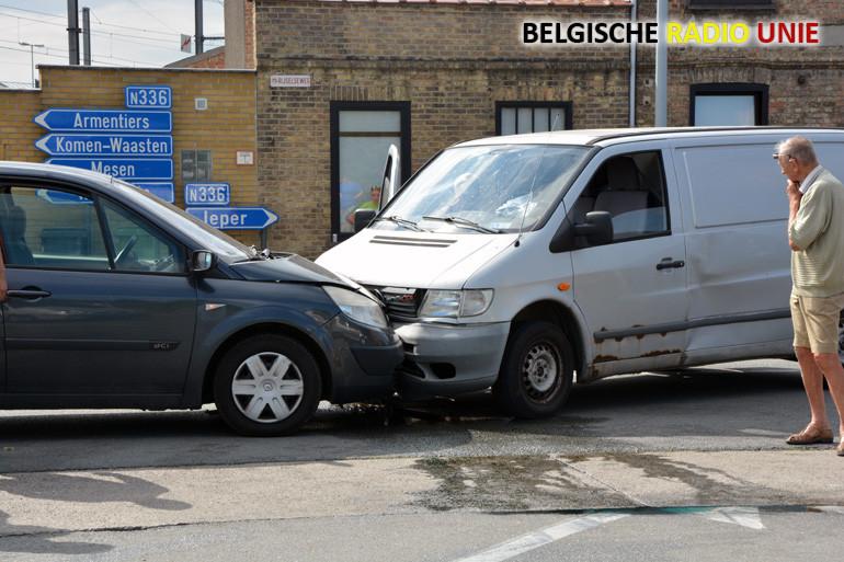 Verkeersongeval op de Rijselseweg in Ieper