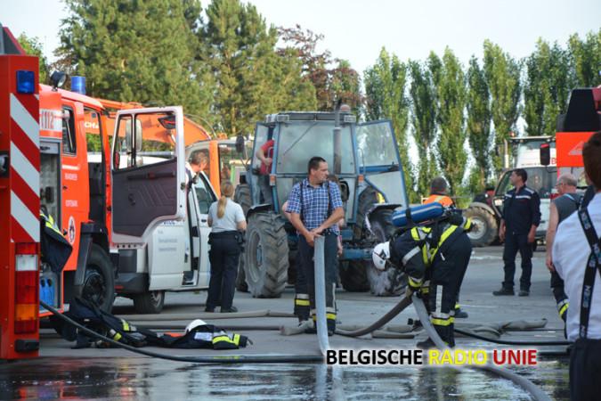 Tractor vat vuur in loods