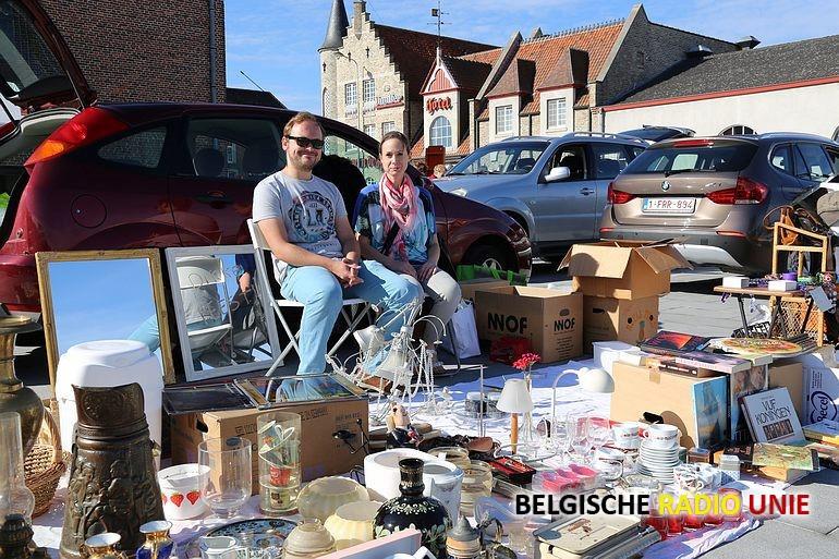 Rommelmarkt op vernieuwd kerkplein