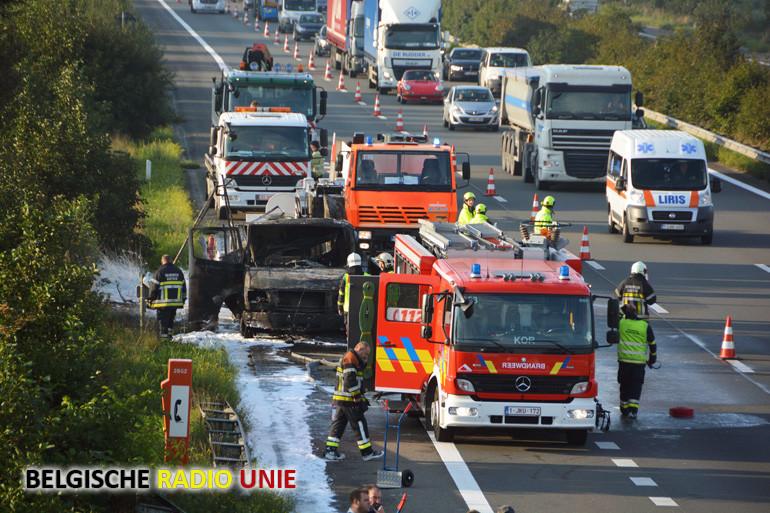 Bestelwagen brand uit op E-403 ter hoogte van Sint-Eloois Winkel
