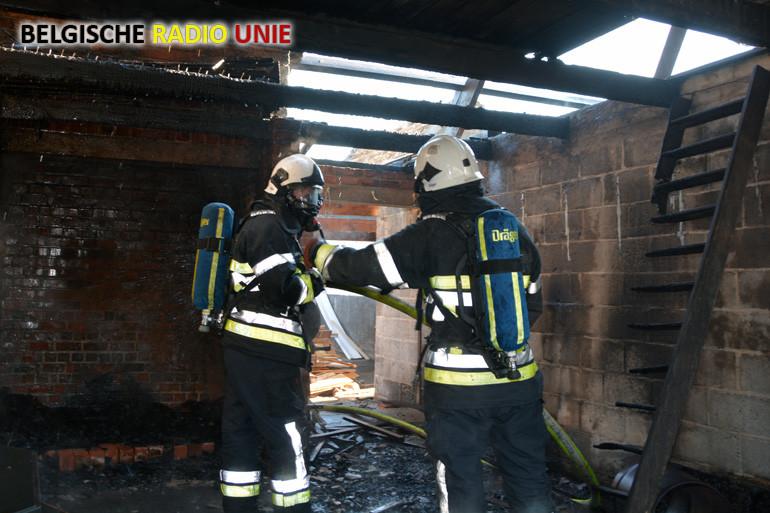 4 brandweerkorpsen bestrijden woningbrand in Gits