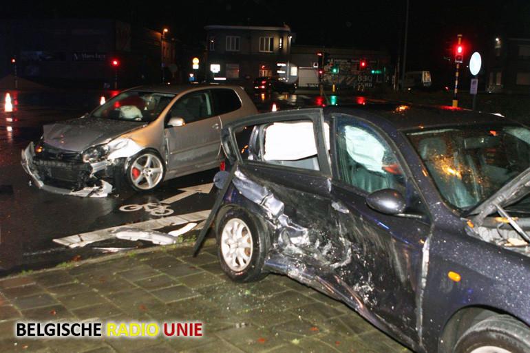 Opnieuw zware botsing op kruispunt Zandbergstraat - R8 in Harelbeke