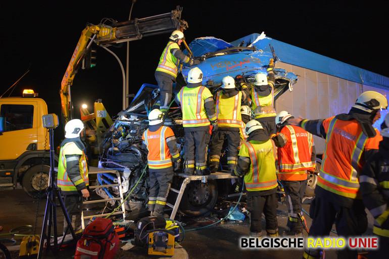 Eerste winterprik veroorzaakt zware crash tussen twee wegreuzen in Ardooie