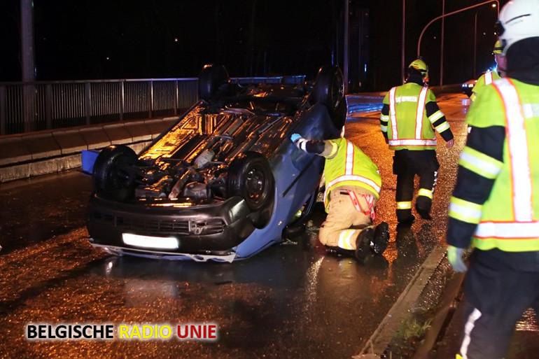 Wagen gaat overkop in Deerlijk na stuurfout, bestuurster gewond