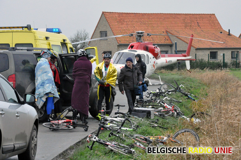 Groep wielertoeristen aangereden in Alveringem