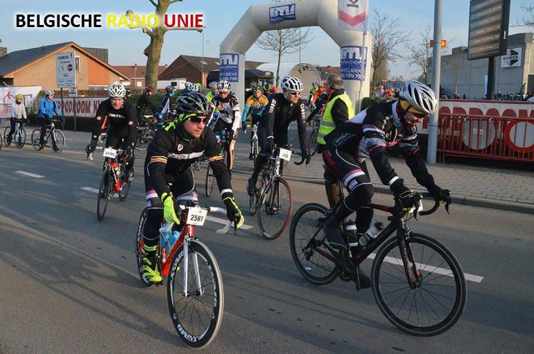 Zonnige weer lokt duizenden wielertoeristen richting Kuurne voor KBK Cyclo