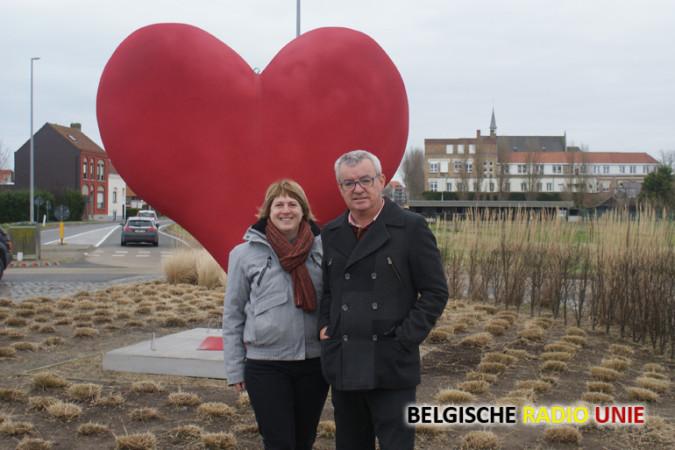 Op de foto schepen van toerisme en lokale economie Michel Landuyt samen met Elke Markey van de dienst lokale economie