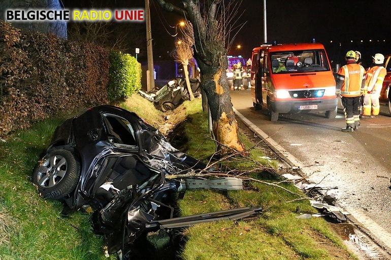 Auto breekt in twee bij ongeval in Anzegem