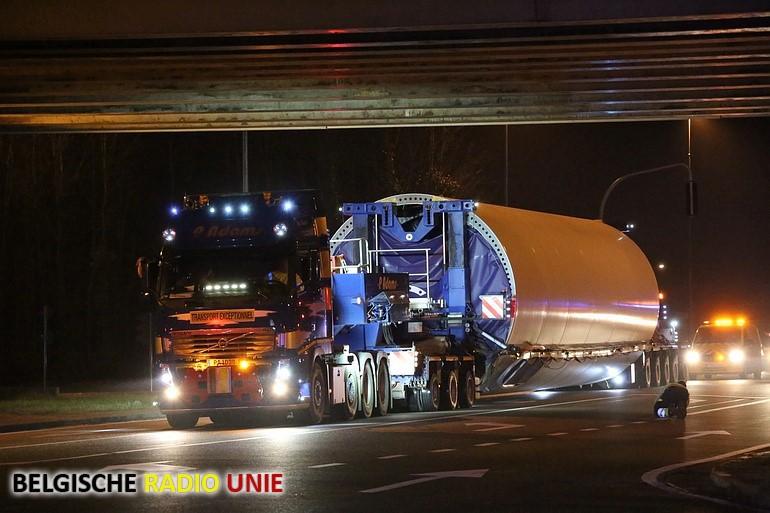 Uitzonderlijk transport in Sint-Eloois-Vijve