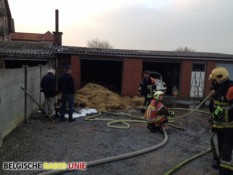 Bromfiets vat vuur in garagebox