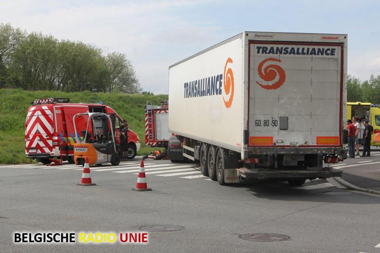 Fietster komt onder truck terecht in Kuurne
