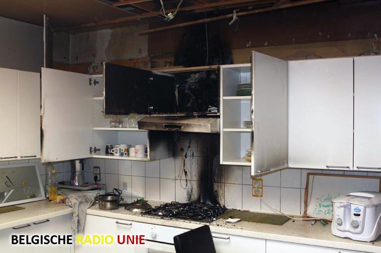 Keukenbrand in woning te Menen, brandweer redt hond