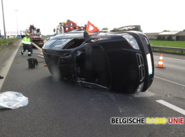 Grote verkeershinder na ongeval met aanhangwagen op E17