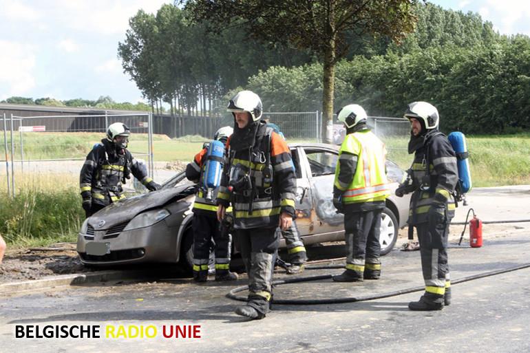 Wagen vat vuur in Aalbeke, chauffeur en passagier ongedeerd