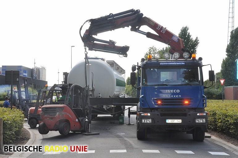 Vrachtwagen verliest aanhangwagen in Diksmuide