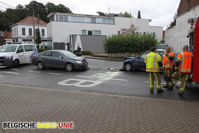 Bestuurster gewond na frontale klap in Zwevegem
