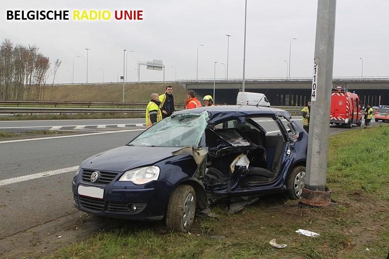 Bestuurster gewond na slippartij op verkeerswisselaar