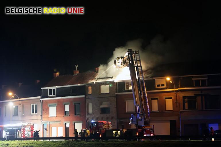 Woning aan de Sluizenkaai in Menen verwoest na zware brand